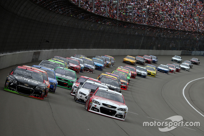Start: Kevin Harvick, Stewart-Haas Racing, Chevrolet, in Führung
