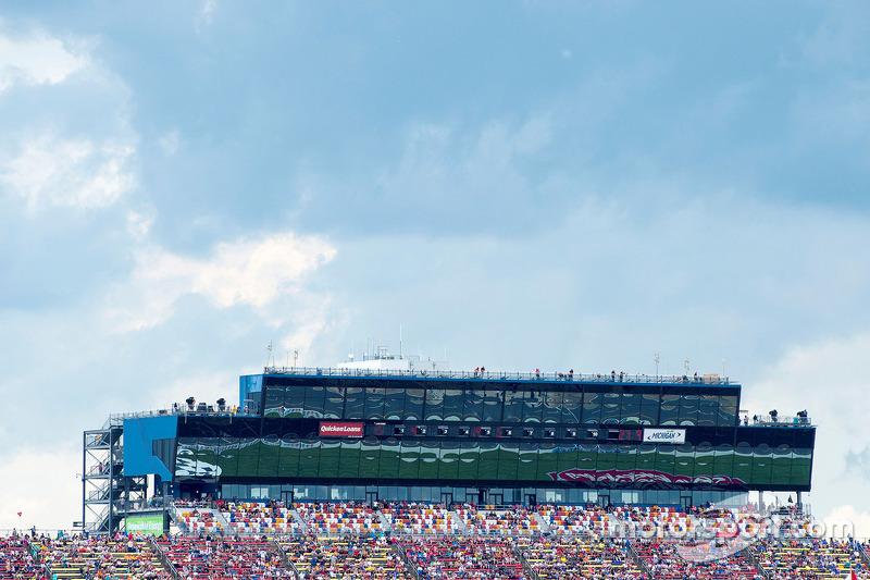 Michigan International Speedway, Pressezentrum und Lounges vor hereinbrechendem Unwetter