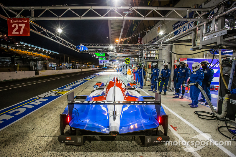 Boxenstopp für #27 SMP Racing, BR01: Maurizio Mediani, David Markosov, Nicolas Minassian