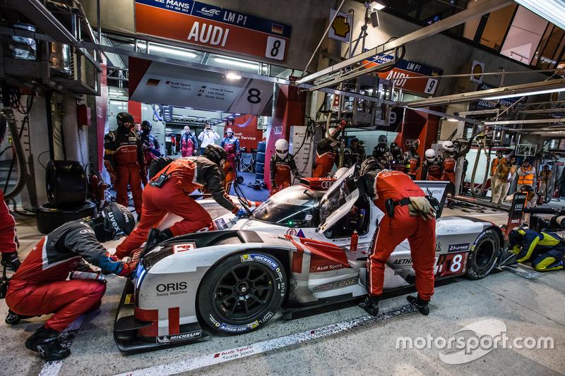 Pit stop for #8 Audi Sport Team Joest Audi R18 e-tron quattro: Lucas di Grassi, Loic Duval, Oliver J
