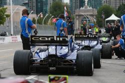 Les voitures du Carlin Racing sont prêtes pour les qualifs