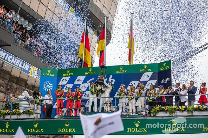 LMP1-Podium: Klassen- und Gesamtsieger, Porsche Team: Nico Hülkenberg, Nick Tandy, Earl Bamber; 2. P