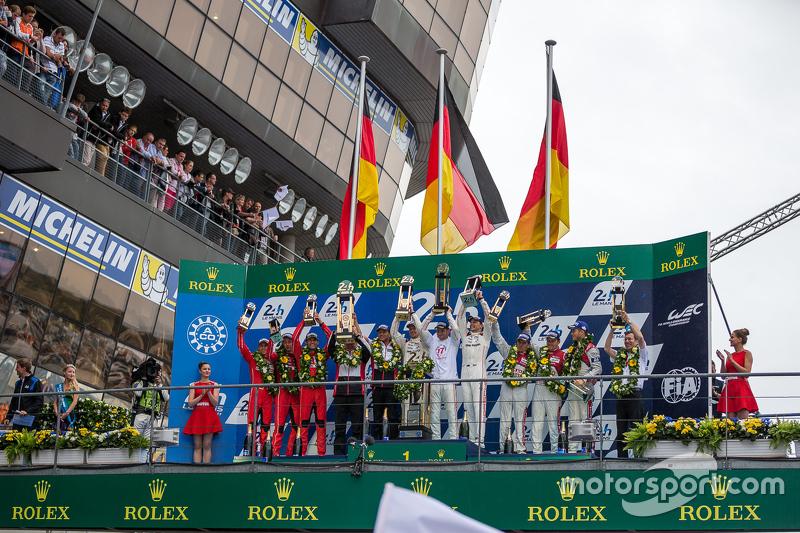 LMP1 podium: class and overall winners Porsche Team: Nico Hulkenberg, Nick Tandy, Earl Bamber, secon