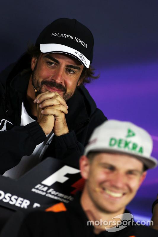 Fernando Alonso, McLaren e Nico Hulkenberg, Sahara Force India F1 na conferência de imprensa da FIA