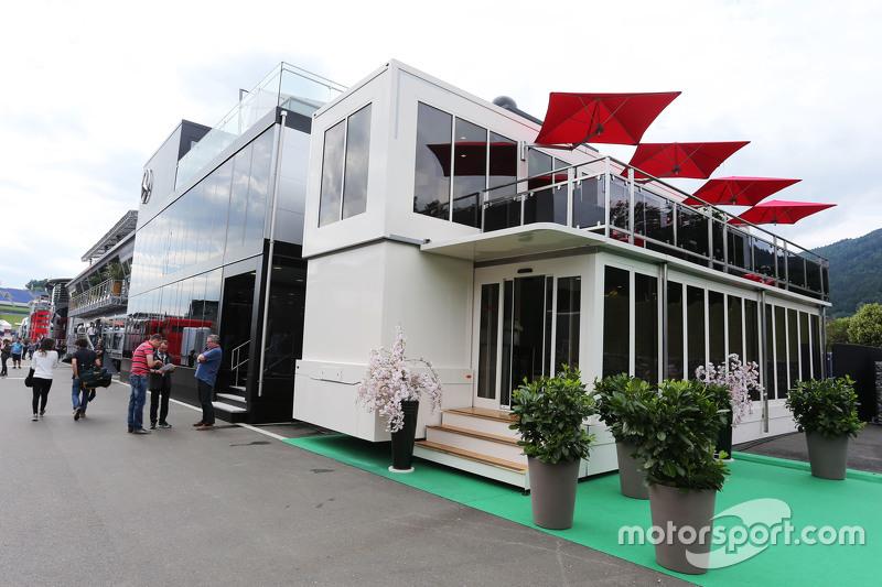 Das Honda-Motorhome im Fahrerlager