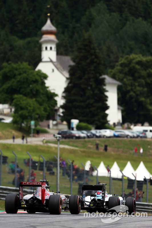 Felipe Massa, Williams FW37 lidera Carlos Sainz Jr., Scuderia Toro Rosso STR10