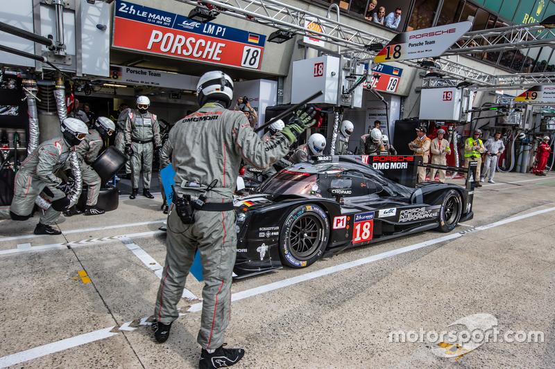 Boxenstopp für #18 Porsche Team, Porsche 919 Hybrid: Romain Dumas, Neel Jani, Marc Lieb