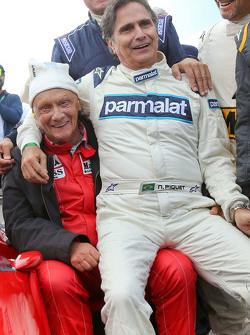 Niki Lauda, Mercedes Non-Executive Chairman, dan Nelson Piquet, di Legends Parade