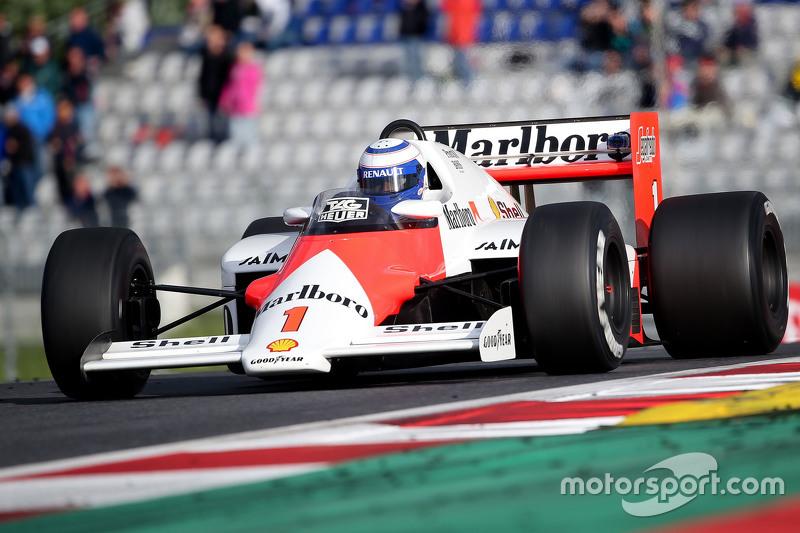 Alain Prost nella McLaren MP4/2B alla Parata delle Leggende