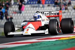Alain Prost im McLaren MP4/2B bei der Legenden-Parade