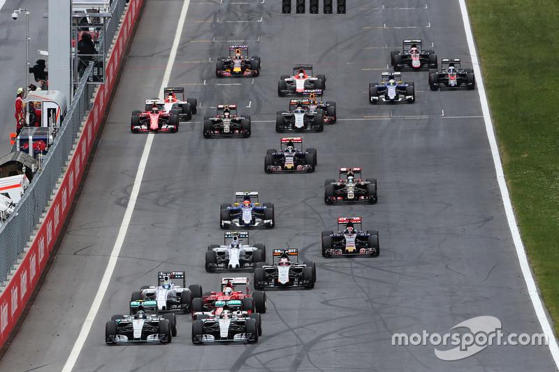 Nico Rosberg, Mercedes AMG F1 W06, und Lewis Hamilton, Mercedes AMG F1 W06, Kampf am Start