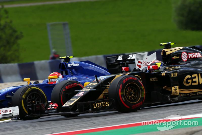 Пастор Мальдонадо, Lotus F1 E23 та Феліпе Наср, Sauber C34 - боротьба за позиції