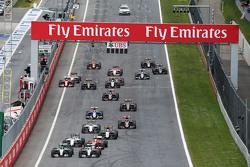 Nico Rosberg, Mercedes AMG F1 W06 y su compañero Lewis Hamilton, Mercedes AMG F1 W06 pelean por la p