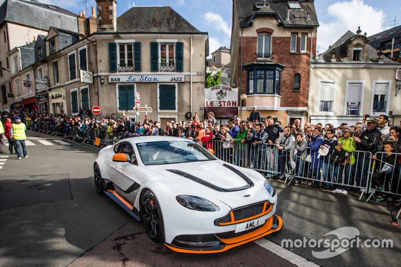 Parade Aston Marti
