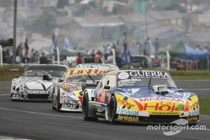 Luis Jose di Palma, Indecar Racing Torino, dan Sergio Alaux, Coiro Dole Racing Chevrolet, dan Laurea