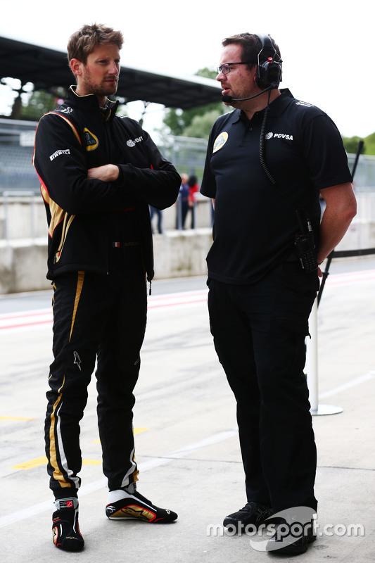 (Kiri ke Kanan): Romain Grosjean, Lotus F1 Team dengan Julien Simon-Chautemps, Lotus F1 Team Race En