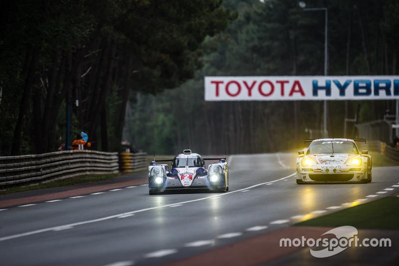 #2 Toyota Racing, Toyota TS040 Hybrid: Alexander Wurz, Stéphane Sarrazin, Mike Conway und #67 Team AAI, Porsche 911 GT3-RSR: Alex Kapadia, Xavier Maassen, Jun-San Chen