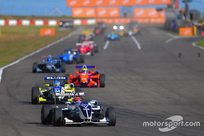 Piquet lidera o pelotão