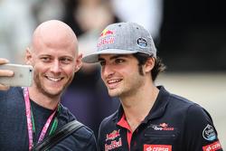 Carlos Sainz Jr. Jr, Scuderia Toro Rosso dengan seorang fan