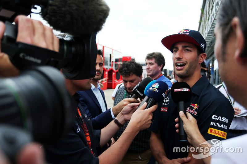 Daniel Ricciardo, Red Bull Racing dengan media.