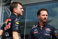 Доминик Митч, руководитель отдела маркетинга Red Bull Racing и Кристиан Хорнер, руководитель команды