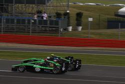 Сенд Стувік, Status Grand Prix лідирує  Себ Морріс, Status Grand Prix та Алекс Фонтана, Status Grand Prix