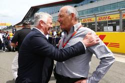 Derek Warwick, con Ron Dennis, Presidente Esecutivo McLaren sulla griglia di partenza