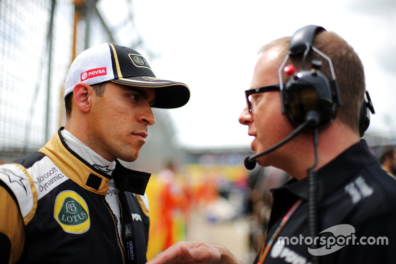 Pastor Maldonado, Lotus F1 Team bersama Mark Slade, Lotus F1 Team Race Engineer di grid