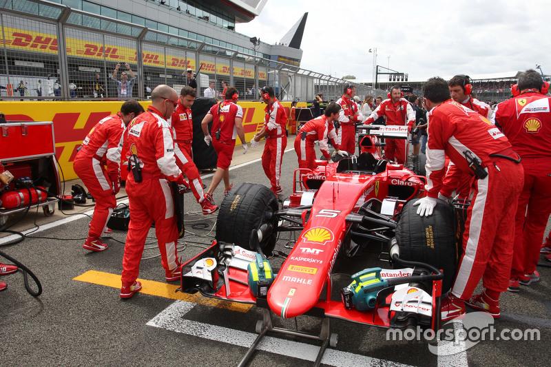 Kimi Räikkönen, Ferrari SF15-T, in der Startaufstellung