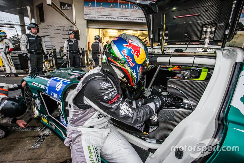 #5 Блек Фалкон Mercedes-Benz SLS AMG GT3: Абдулазіз аль-Фейсал, Хуберт Хаупт, Йелмер Бурман, Яп ван