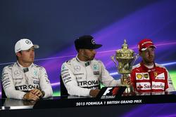 Пресс-конференция FIA после гонки: Нико Росберг, Mercedes AMG F1 - второй; Льюис Хэмилтон, Mercedes