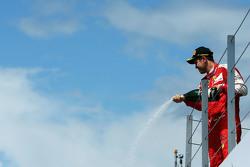 Sebastian Vettel, Ferrari viert de derde plaats op het podium