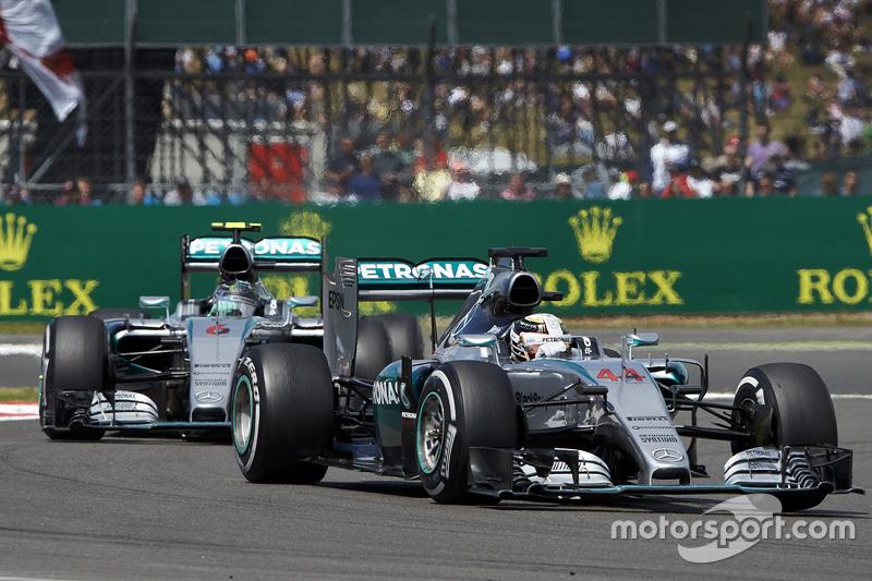 Lewis Hamilton, Mercedes AMG F1 Team leads Nico Rosberg, Mercedes AMG F1 Team