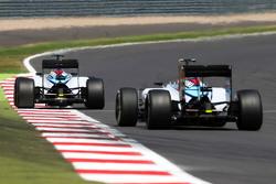 Felipe Massa, Williams FW37 davanti al compagno di squadra Valtteri Bottas, Williams FW37