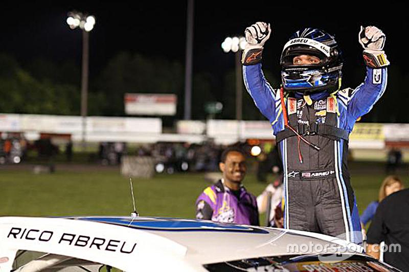 Juara balapan Rico Abreu merayakan