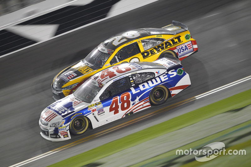 Matt Kenseth, Joe Gibbs Racing Toyota, dan Jimmie Johnson, Hendrick Motorsports Chevrolet