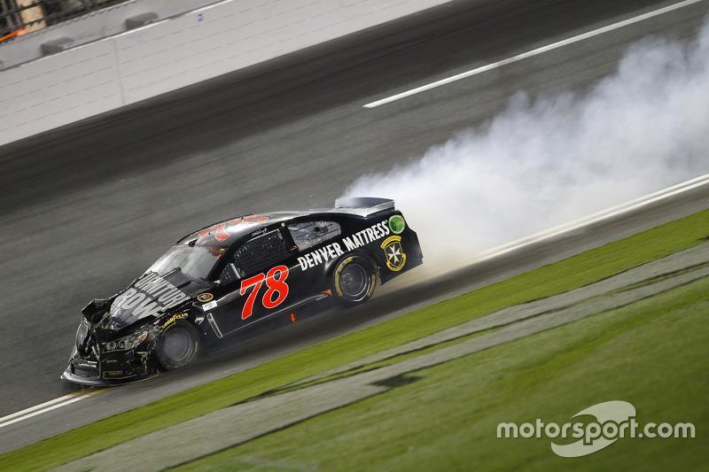 Мартін Труекс мол., Furniture Row Racing Chevrolet crashes