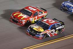 Jamie McMurray, Chip Ganassi Racing Chevrolet y Austin Dillon, Richard Childress Racing Chevrolet