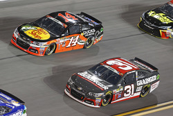 Tony Stewart, Stewart Haas Racing Chevrolet y Ryan Newman, Richard Childress Racing Chevrolet