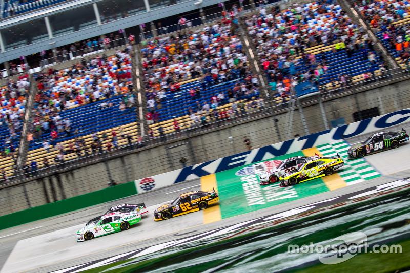 Start: J.J. Yeley, JGL Racing Toyota memimpin