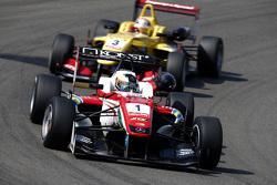 Felix Rosenqvist, Prema Powerteam Dallara Mercedes-Benz y Antonio Giovinazzi, Jagonya Ayam with Carl