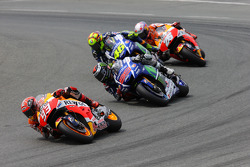 Marc Márquez, Repsol Honda Team y Jorge Lorenzo con Valentino Rossi, Yamaha Factory Racing, y Dani Pedrosa, Repsol Honda Team