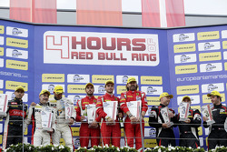 GTC подіум: переможці Thomas Flohr, Стюарт Холл, Francesco Castellacci, друге місце Eric Dermont, Franck Perera, Dino Lunardi, третє місце