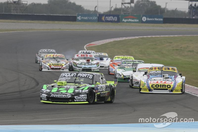 Mauro Giallombardo, Maquin Parts Racing Ford, dan Mauricio Lambiris, Coiro Dole Racing Torino, dan Leonel Sotro, Alifraco Sport Ford