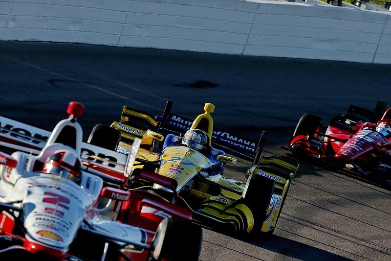 Juan Pablo Montoya, Team Penske Chevrolet and Marco Andretti, Andretti Autosport Honda and Graham Rahal, Rahal Letterman Lanigan Racing Honda