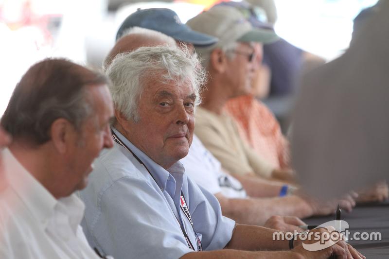 Brian Redman selama sesi tanda tangan pembalap di Can Am