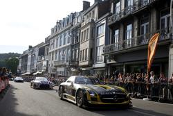 #18 Блек Фалкон Mercedes SLS AMG GT3: Oliver Morley, Sean Johnston, Маро Енгел