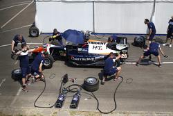 Trident latihan pit stop