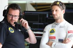 Ingeniero de carrera Julien Simon-Chautemps y Romain Grosjean, Lotus F1 Team