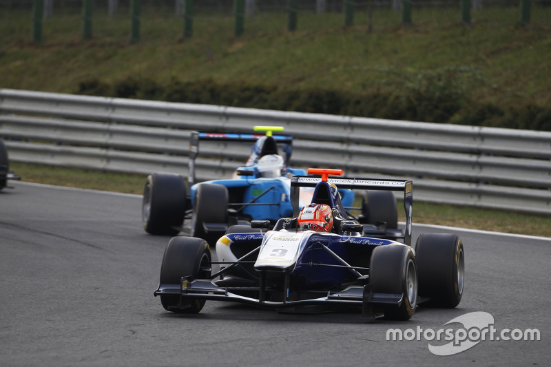 Mitchell Gilbert, Carlin memimpin Pal Varhaug, Jenzer Motorsport